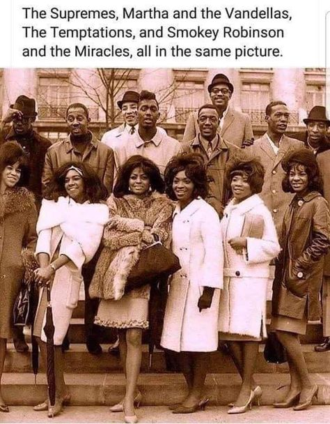 The Supremes L-R Florence Ballard, Mary Wilson and Diana Ross with The Miracles, The Temptations and Martha and The Vandellas during The Motown Revue in London, England on March 1965 Black History Facts, Black History Month, Diana Ross, We Are The World, In This World, Model Tips, Arte Black, Black Art, Smokey Robinson