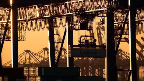 Schwacher November für Deutschlands Exporteure - hier am Containerterminal Tollerort der Hamburger Hafen und Logistik AG (HHLA).