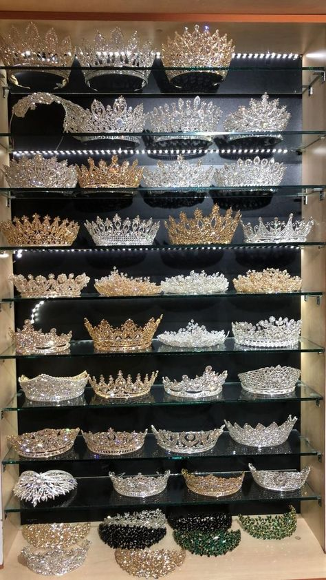 wedding hairstyles with tiara - weddinghairstyles Bridal Crown, Bridal Tiara, Bridal Jewellery, Cute Jewelry, Hair Jewelry, Accesorios Casual, Quince Dresses, Ball Dresses, Ball Gowns