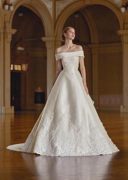 ロールカラーのプリンセスラインのウェディングドレス!近年人気