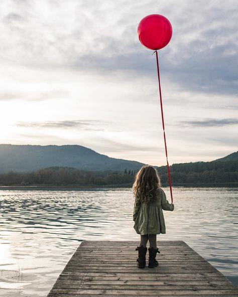 C'etait notre ballon rouge de novembre. * * * * * * #kids #balloon #photography