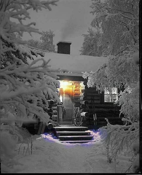 Would love to live in this gorgeous snowy place. Would love to live in this gorgeous snowy place.