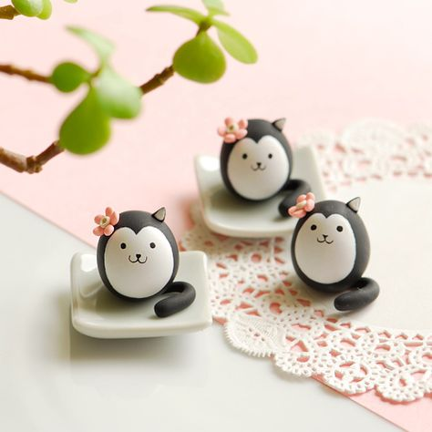 Polymer clay cats by JooJoo.