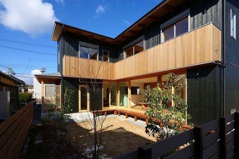 遊べる庭に開いた家 家 家 外観 建築
