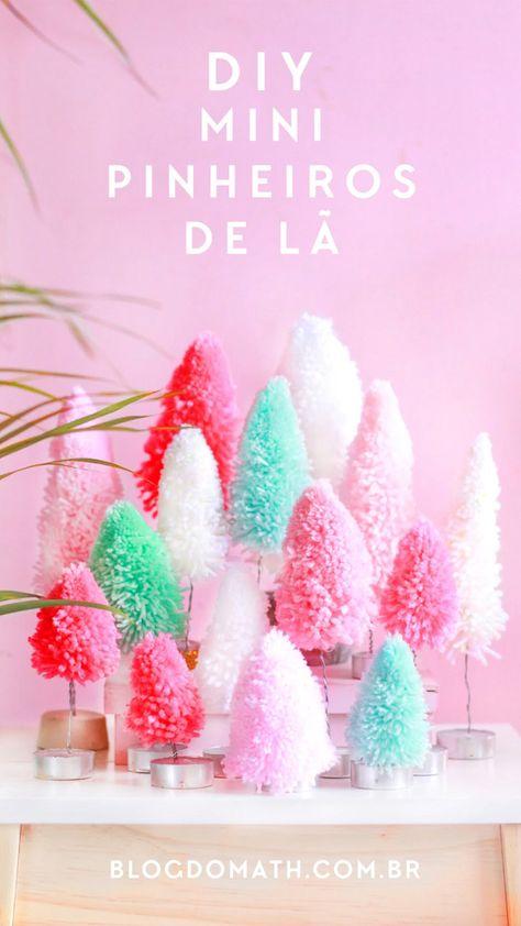 Passo a passo rápido, fácil e barato de mini árvores de natal feitas de pompom de lã para decorar as festas de fim de ano com um toque de cor e criatividade.