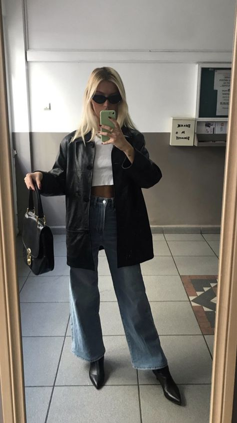 Leather things 🖤🖤🖤 - You are in the right place about outfits comodos Here we offer you the most beautiful pictures abo - Mode Outfits, Winter Outfits, Fashion Outfits, Mode Hipster, Mode Ootd, Leather Jacket Outfits, Blazer Outfits, School Looks, Cute Casual Outfits