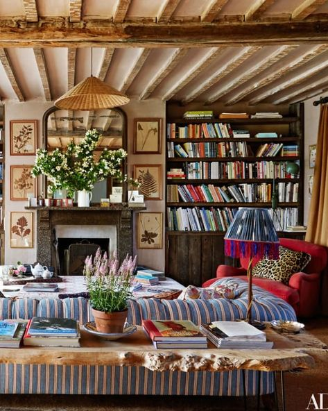 Look We Love: How To Create Cozy English Cottage Style English Cottage Bedrooms, English Cottage Interiors, Cottage Style Bedrooms, English Cottage Style, English Country Decor, Cottage Style Decor, Cottage Living Rooms, Cottage Style Homes, Cozy Living