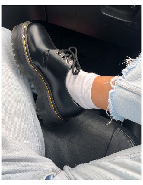 Dr Shoes, Hype Shoes, Sock Shoes, Me Too Shoes, Shoes Sneakers, Doc Martens Outfit, Doc Martens Oxfords, Aesthetic Shoes, Aesthetic Clothes