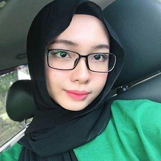 Sales Girl Melayu