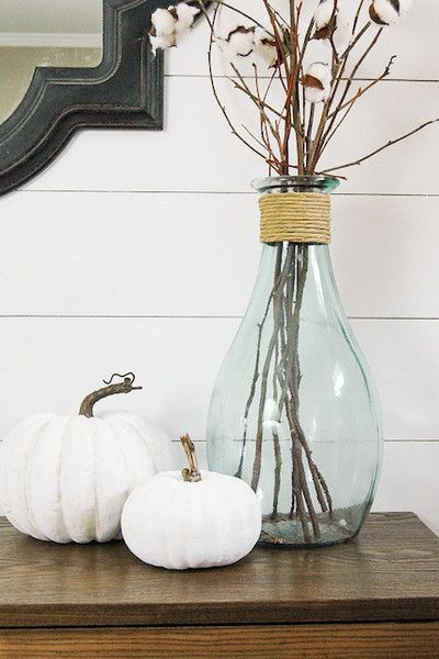 An easy tutorial to make inexpensive faux pumpkins look impressively real.littlehouseof& post How to Make Inexpensive Faux Pumpkins Look Impressively Real appeared first on Dekoration. Thanksgiving Decorations, Seasonal Decor, Holiday Decor, Autumn Decorations, House Decorations, Christmas Decorations, Inexpensive Home Decor, Easy Home Decor, Faux Pumpkins