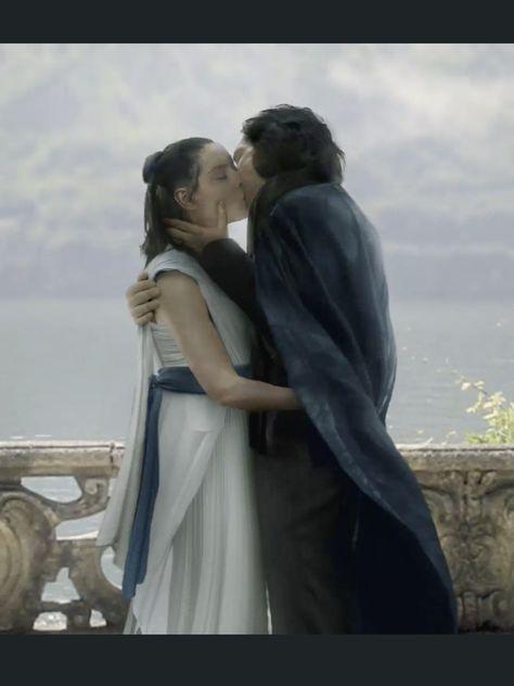 Reylo wedding kiss