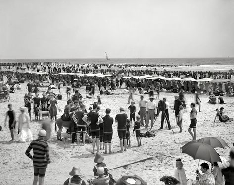 Shorpy Historic Picture Archive :: By the Seashore: 1904