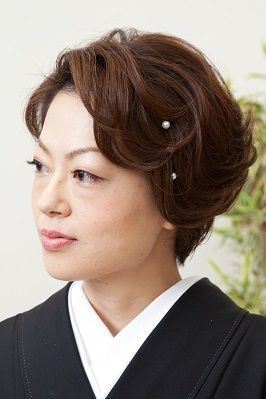 黒留袖に似合う髪型 年代 髪の長さ別 55選 マナーや作り方 動画 も Yotsuba よつば きもの 髪型 ショート 着物 髪型 ボブ 黒留袖 髪型