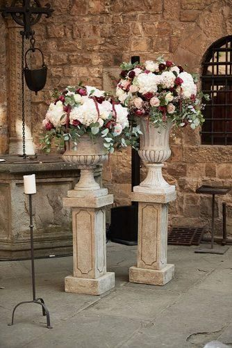 30 Ideas For Decorating Your Wedding Venue With Flowers ...