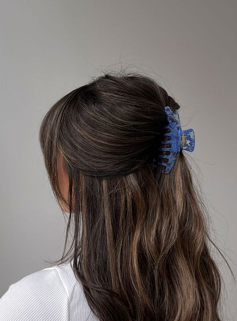 "Hair clip Princess Polly exclusive Alligator style Blue marble finish Length: 10cm / 3.93"" @summerrachelwarren"