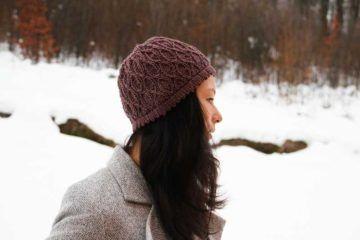 Návod na dámskou pletenou čepici se zajímavým vzorem 3e389db3d2