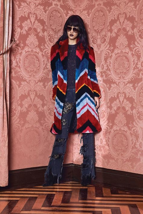 Alice + Olivia Fall 2017 Ready-to-Wear collection, runway looks, beauty, models, and reviews.