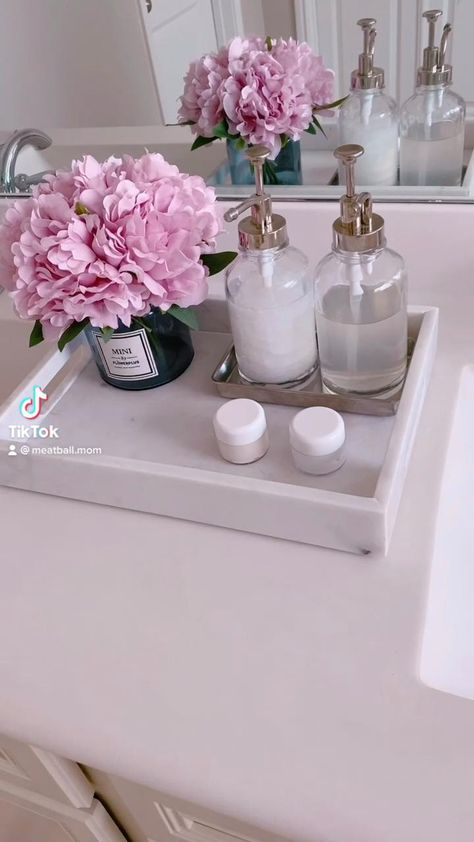 Elegant Bathroom Decor, Spa Room Decor, Bathroom Vanity Decor, Bathroom Trays, Bathroom Counter Storage, Organize Bathroom Countertop, Bathroom Counter Organization, Bathroom Flowers, Decoration