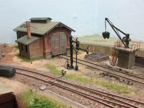 afbeeldingsresultaat voor lokschuppen h0 model train buildings rh pinterest co uk