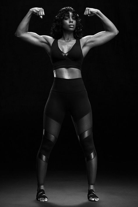 This limited-edition Kelly Rowland for Fabletics outfit is made to move. Featuring high-waisted PowerHold® leggings with peek-a-boo mesh details, and topped with a medium-support strappy bra, you'll be ready to take on your workout… and the world! Kelly Rowland, Fitness Motivation, Fitness Goals, Motivation Quotes, Fit Black Women, Fit Women, Fit Black Girl, Zumba, Fitness Inspiration
