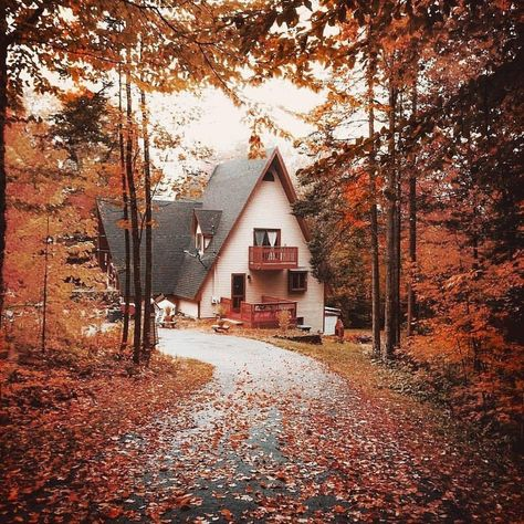 A Frame house in New Hampshire. Photo by Ryan Resatka. Haus Am See, Cabin In The Woods, A Frame House, Autumn Scenery, Autumn Aesthetic, Autumn Cozy, All Nature, Autumn Inspiration, New Hampshire