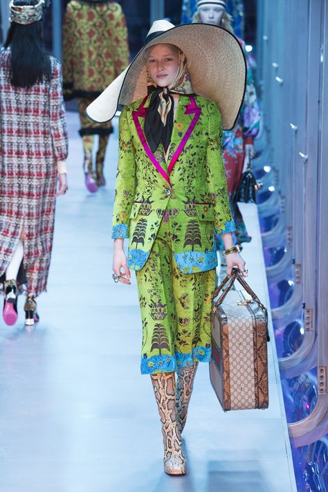 The complete Gucci Fall 2017 Ready-to-Wear fashion show now on Vogue Runway.