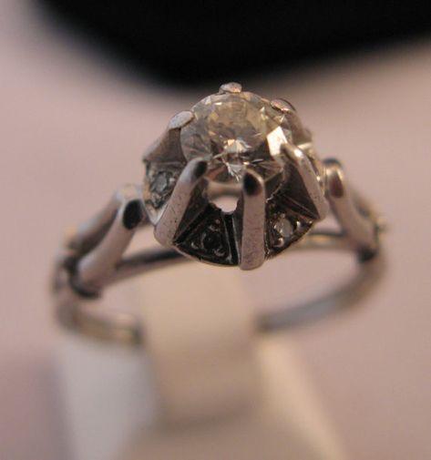 Vintage Handmade Solid Platinum 0.35 carat by VintageJewelries #engangementrings #simple #vintage