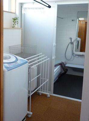 浴室引き戸レールの掃除問題 洗濯機の位置は浴室側ではなく洗面室側
