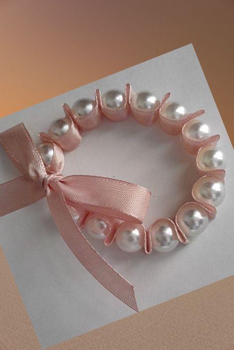 Diy Discover Wristband with pearl. Diy Crafts Hacks Diy Arts And Crafts Diy Ribbon Ribbon Work Flower Girl Bracelets Ribbon Bracelets Jewelry Crafts Handmade Jewelry Arts And Crafts Diy Hair Bows, Diy Bow, Diy Ribbon, Ribbon Work, Ribbon Crafts, Tape Crafts, Diy Crafts, Sewing Crafts, Fabric Jewelry
