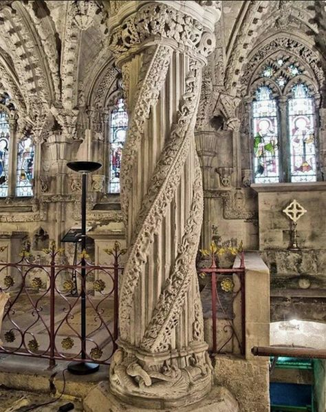 british isles Rosslyn Chapel, Scotland, famous for its supposedly Knight Templar symbols. Astrogeographical position: in the earth sign Virgo indicator here of preserving the icons and m Knights Templar Symbols, The Places Youll Go, Places To See, Beautiful Buildings, Beautiful Places, Sightseeing London, Rosslyn Chapel, Architecture Antique, Amazing Architecture