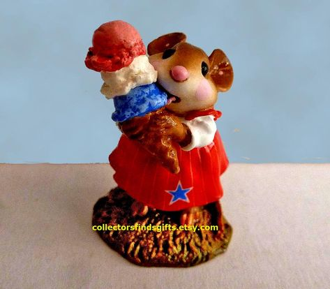 December Flower Mouse Of The Month M-640L Wee Forest Folk