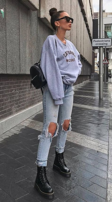 60 trendy spring outfits for the beach . - 60 trendy spring outfits for street style – # Spring outfits – casual outfits – - Rihanna Street Style, Street Style Outfits, Casual Street Style, Mode Outfits, Street Outfit, Trendy Style, Celebrity Style Casual, Tumblr Outfits, Street Style Women