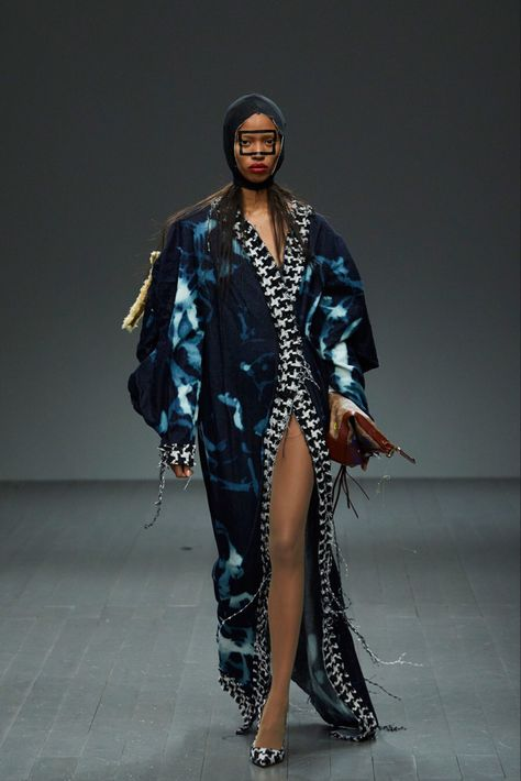 Matty Bovan Fall 2018 Ready-to-Wear collection, runway looks, beauty, models, and reviews.