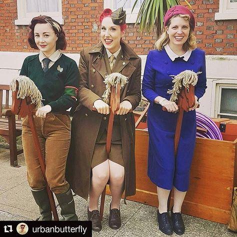 WEBSTA @ hettiesky - Looking forward to seeing these beauties and @misslillianlove tomorrow in London! ❤🎄🎉 can't wait for a festive pinup catchup! ..#hettiesky #pinup #vintage #reenacting #reenactment #vintagemeet #london