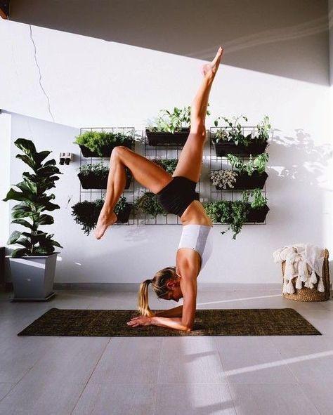 Yoga beruhigt die Seele und schärft den Geist. Stöbern Sie in unserem schönen Outdoor-Yoga ... - #beruhigt #den #die #Geist #OutdoorYoga #schärft #schönen #Seele #Sie #Stöbern #und #unserem #Yoga