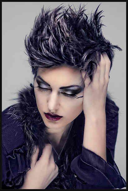 Coole Kurze Haare Als Punk Frisur Coole Flotte Peppige Einfache Frisuren Bohochicfrisurenfur Einfachstenfrisur Punk Hair Coiffure Simple Dry Curls