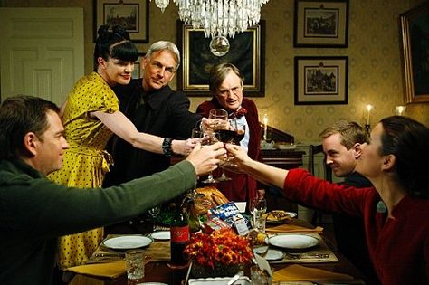 NCIS : Enquêtes spéciales - Saison 7 et 8. Avec Mark Harmon, Michael Weatherly, David McCallum, Cote de Pablo, Pauley Perrette, Sean Murray.