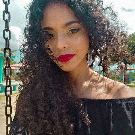 Y a mí me riza el viento y a mí me pinta el sol. Julia de Burgos  . . . #nanibelasblog  Y a mí me riza el viento y a mí me pinta el sol. Julia de Burgos  . . . #nanibelasblog #beautyblogger #fashionblogger #lifestyleblogger #lifestyle #instadaily #dailypost #boricua #latina #latinablogger #caribbeanblogger #prblogger #bloggerboricua #nature #naturalcurls #naturalhair #curlyblogger #curls #curlsquad #marantapower #puertoricanblogger #puertorico