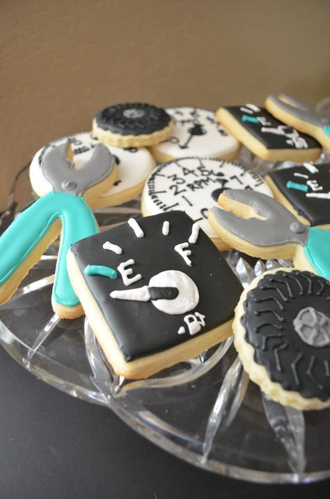MECHANIC dessert table | Posted by Melissa and Ruddy at 7:39 PM