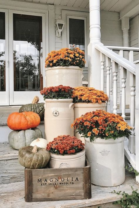 Cozy Rustic Fall porch - Mums in crocks to give a farmhouse porch an instant fal. Cozy Rustic Fall porch - Mums in crocks to give a farmhouse porch an instant fall vibe. Great source for farmhouse decor. Fall Home Decor, Autumn Home, Outdoor Fall Decorations, Country Fall Decor, Rustic Fall Decor, Fal Decor, Vintage Fall Decor, Fall Door Decorations, Vintage Diy