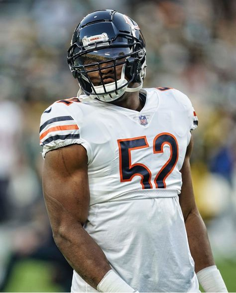 Khalil Mack With An Impressive First Game In A Bears Uniform He Looked A Little Out Of Shape But Chicago Bears Super Bowl Chicago Bears Chicago Bears Football