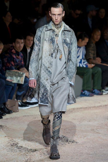 Louis Vuitton Spring 2019 Ready-to-Wear collection, runway looks, beauty, models, and reviews.