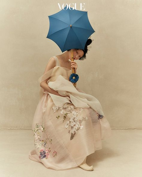 Woman with a Parasol | 보그 코리아 (Vogue Korea)