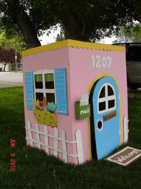 Cats Toys Ideas - cabane en carton 6 - Ideal toys for small cats Cardboard Box Houses, Cardboard Box Crafts, Cardboard Playhouse, Cardboard Furniture, Cardboard Box Ideas For Kids, Painting Cardboard, Projects For Kids, Diy For Kids, Crafts For Kids