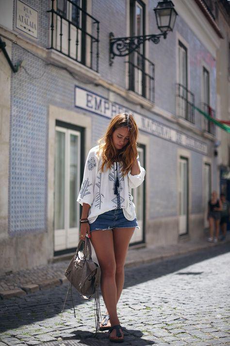 Embroided Summer Tunic, Bestickte Tunika, Jeansshorts, Balenciaga City Bag, Gizeh Birkenstock