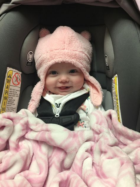 My daughter got a new hat. I think she likes it. Twin Baby Girls, Baby Girl Dolls, Baby Boy, Twin Babies, Cute Little Baby, Baby Kind, Little Babies, Cute Babies, Aunt Onesie