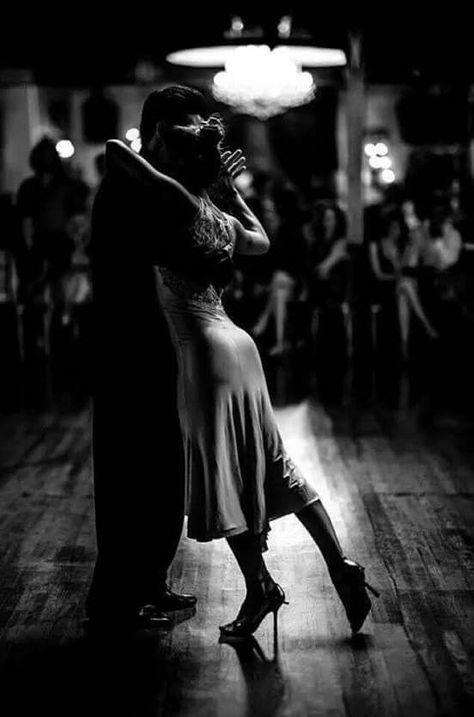 Dance tango in Buenos Aires Shall We Dance, Lets Dance, Foto Portrait, Portrait Photography, Couple Dance Photography, Passion Photography, Tango Dancers, Dance Movement, Argentine Tango