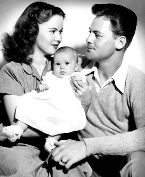 Shirley Temple with husband John Agar and their daughter Linda Susan, 1940s. He was Shirley Temple's first husband from 1945 until their 1949 divorce.