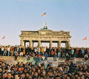 Am Brandenburger Tor 10 November 1989 Foto Bundesregierung Fotograf Klaus Lehnartz Militargeschichte Geschichte Berliner Mauer