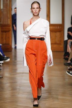 See the complete Aquilano.Rimondi Spring 2017 Ready-to-Wear collection.
